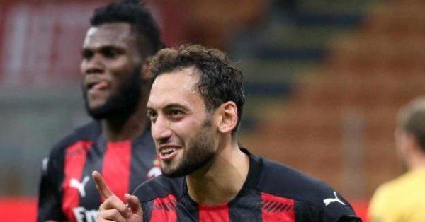 Полузащитникът на Милан Хакан Чалханоглу ще се присъедини към градския