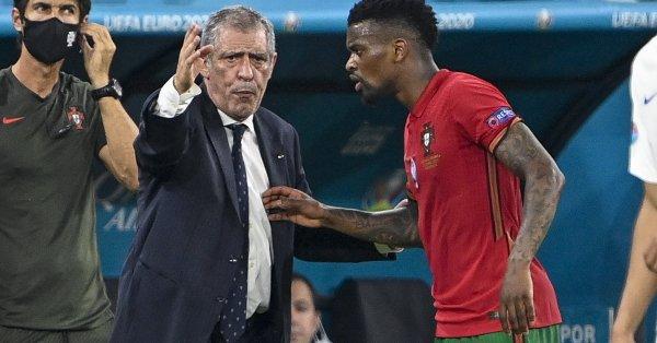 Селекционерът на Португалия Фернандо Сантош похвали своите играчи за представянето