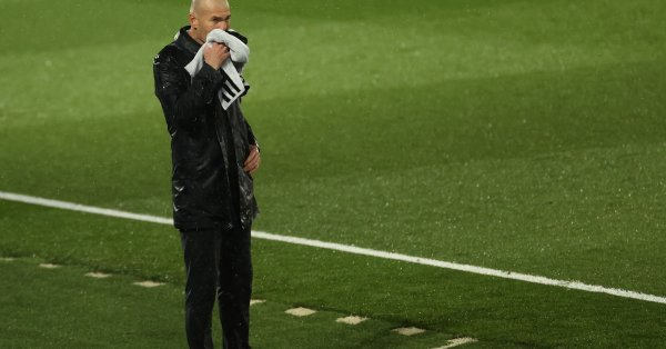 Треньорът на Реал Мадрид Зинедин Зидан отговори на Барселона за