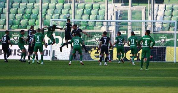 Халфът на Локомотив (Пловдив) Петър Витанов е играл с контузия