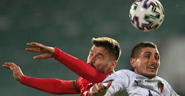 Националният ни отбор по футбол загуби още три позиции в