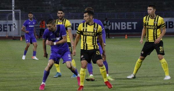 Пловдивският Ботев стана третия отбор от елита, който отпадна от