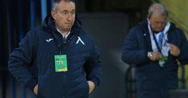 Треньорът на Левски Станимир Стоилов предупреди, че е рано за
