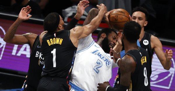 Баскетболистите на ЛА Лейкърс шокираха Бруклин със 126:101 насред Ню