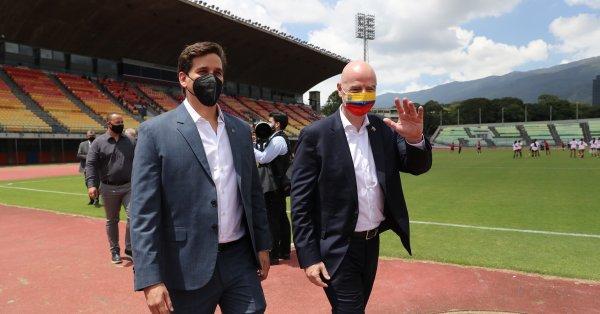 Президентът на ФИФА Джани Инфантино защити плана си в петък
