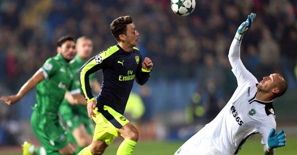 Феноменалният гол, който Месут Йозил вкара с екипа на Арсенал