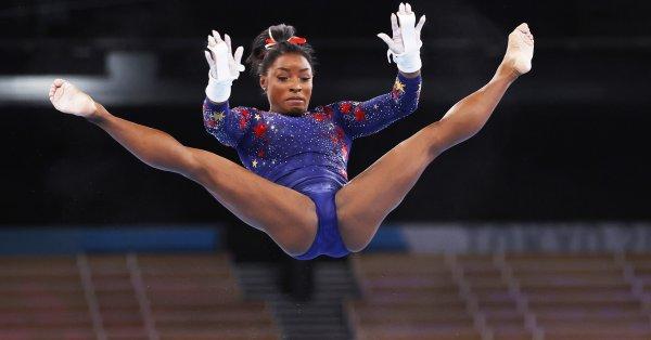 Четирикратната олимпийска шампионка по спортна гимнастика Симон Байлс (САЩ) запази