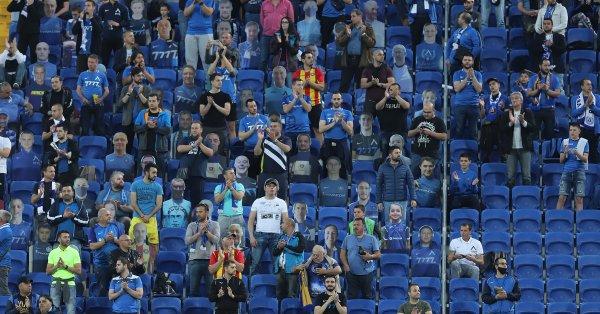 Феновете на футбола могат да се завърнат на стадиона за