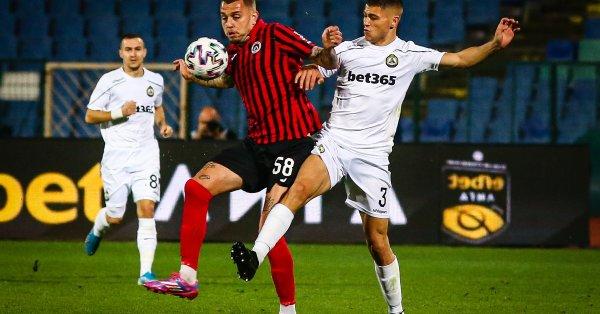 Отборът на Локомотив (София) победи с 1:0 Славия в едно