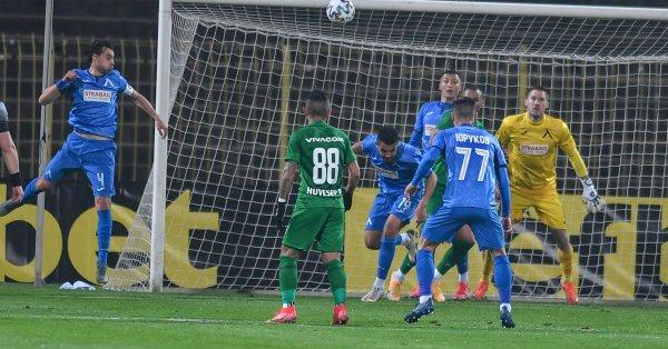 Треньорът на Левски Славиша Стоянович е в постоянен контакт със