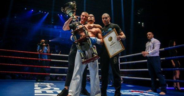 Битката между двамата се проведе в категория до 80 кг