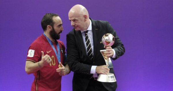 Президентът на ФИФА Джани Инфантино официално поздрави Борислав Михайлов по