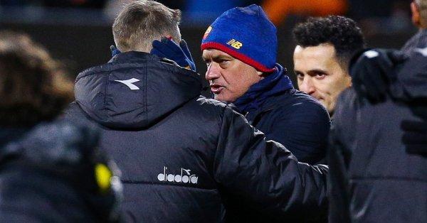 Треньорът на Рома Жозе Моуриньо е избеснял в съблекалнята на