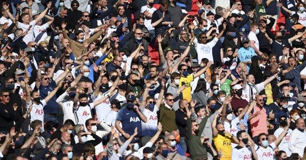 Феновете на Тотнъм последваха привържениците на Манчестър Юнайтед и поискаха