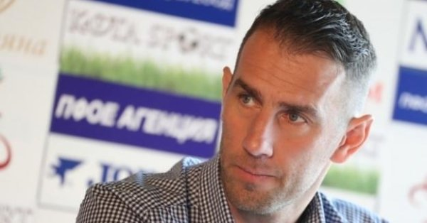 Помощник-треньорът на Септември СимитлиСтойко Сакалиев, който днес навършва 42 години,