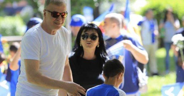 Собственикът на Левски Наско Сираков е бил засечен на среща