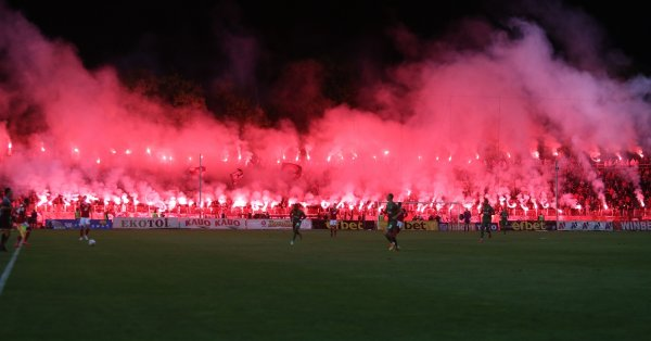 """Там """"армейците"""" се паднаха да играят с отборите на Рома,"""
