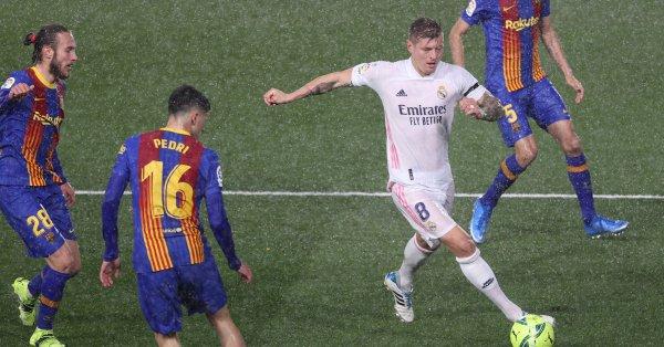 "Реал Мадрид спечели ""Ел Класико"" след успех у дома над"