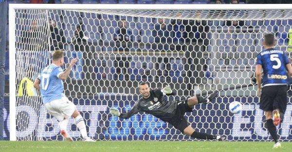 Лацио нанесе първа загуба на шампиона Интер от началото на