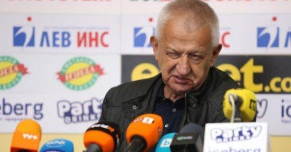 Президентът на Локомотив Пловдив Христо Крушарски коментира доста емоционално последните