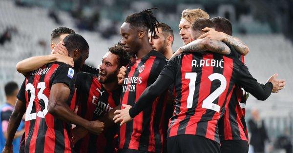 Милан официално показа екипите си за новия сезон. Футболистите на