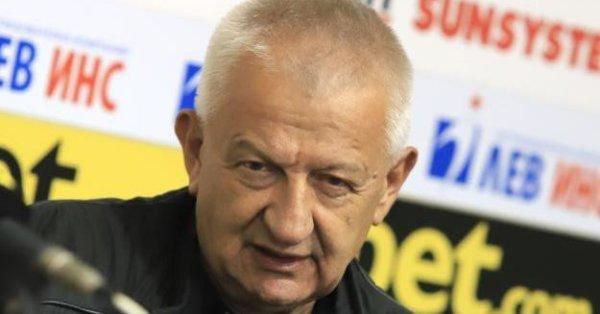 "Собственикът на ""Локо"" (Пд) Христо Крушарски обеща добри новини за"