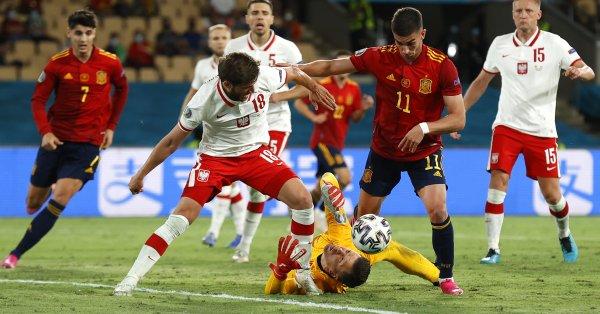 """Испания и Полша завършиха наравно 1:1 на стадион """"Ла Картуха"""""""
