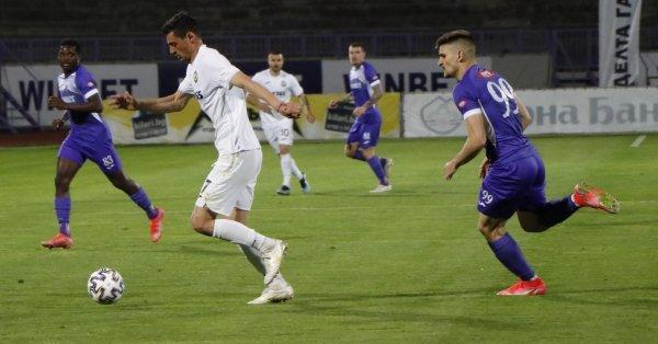 Футболистите на Славия победиха като гости състава на Етър с