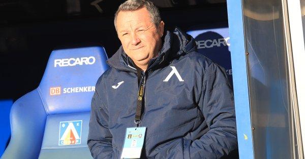 Треньорът на Левски Славиша Стоянович бе изписан от ВМА, съобщи