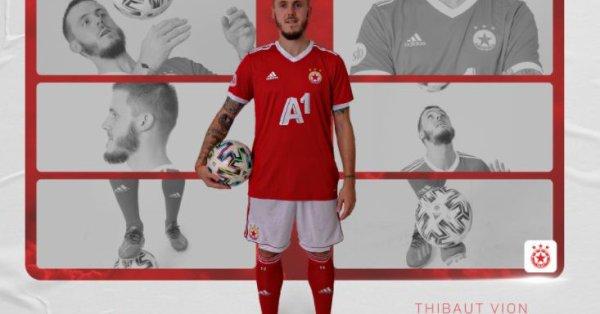 През поледните три сезона футболистът защитаваше цветовете на Ниор. Като