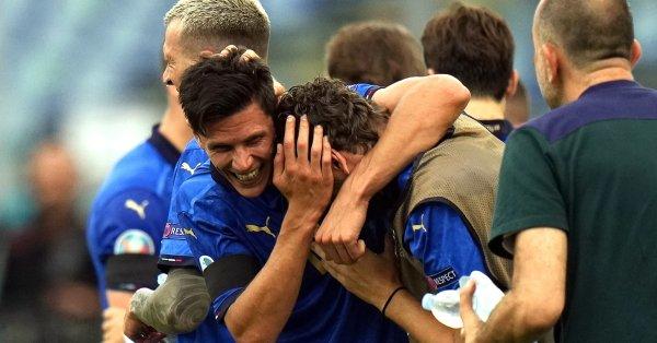 Италия продължава с шеметното си представяне на Евро 2020, след