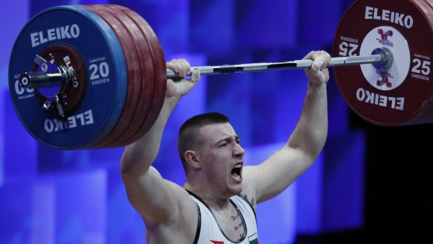 Христо написа на гърдите си: Прекалено силен съм, за да се..